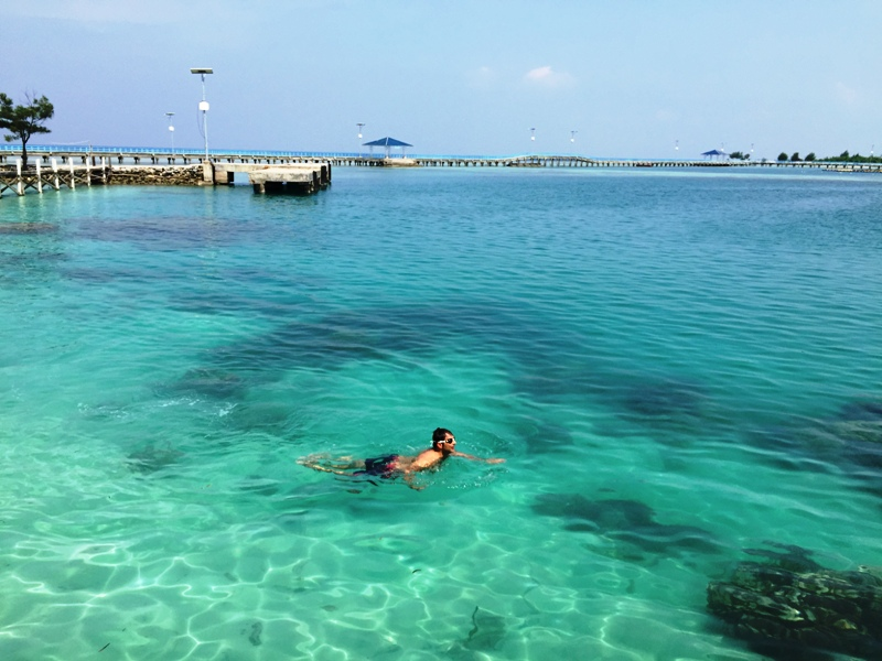Air yang jernih pemandangan yang cantik
