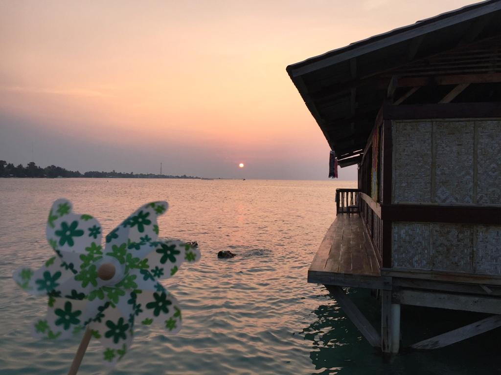 Sunset dari jendela kamar (tidak perlu cari lokasi lagi)