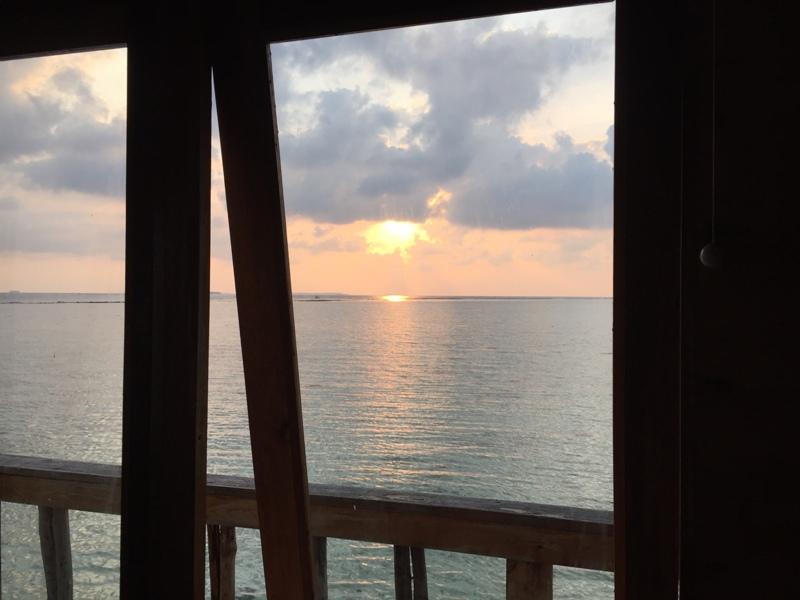 Sunset dari dalam kamar