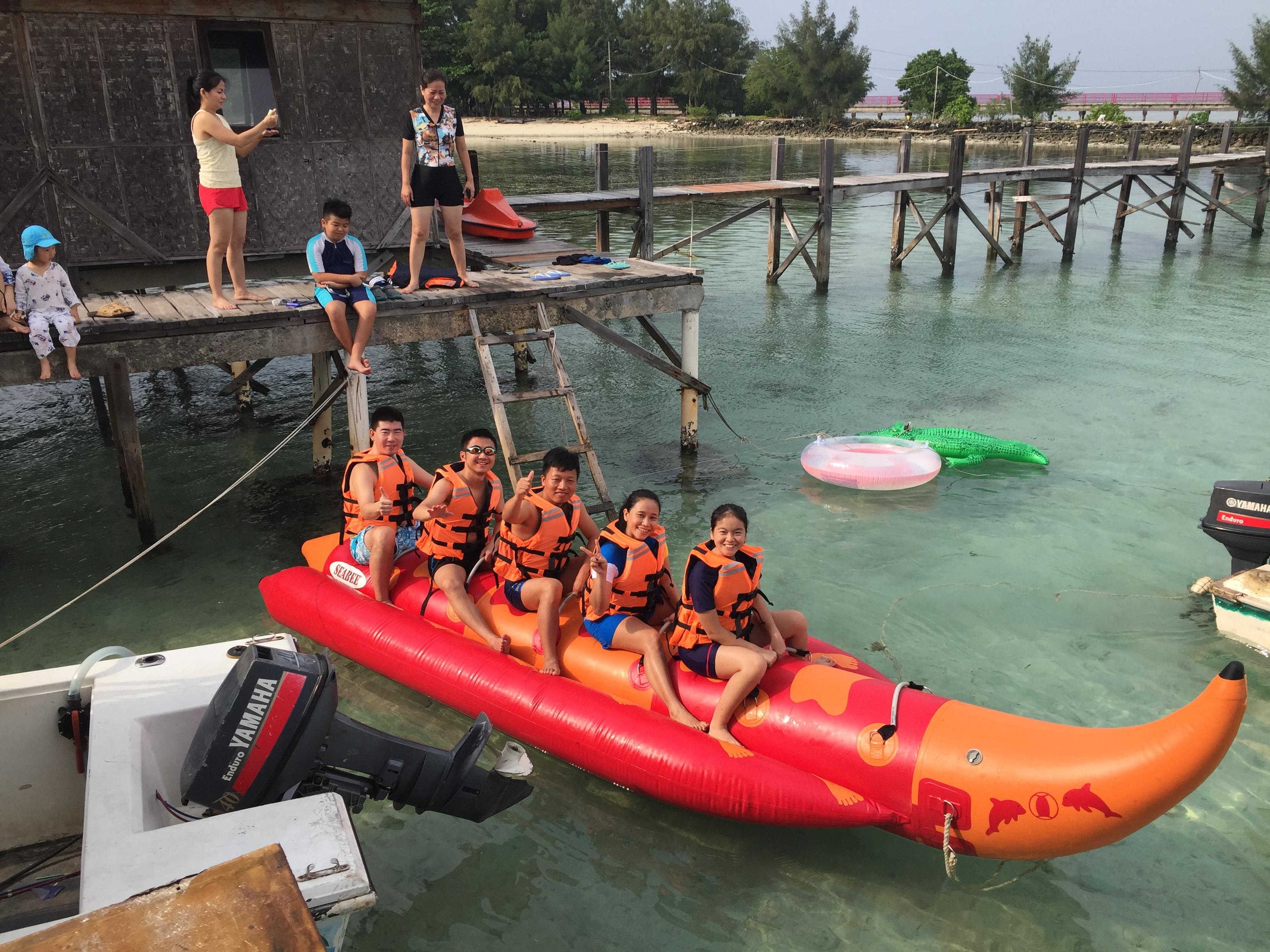 Banana Boat main dari Lagoon